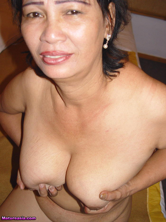 CECILE: Asian women wet pussy